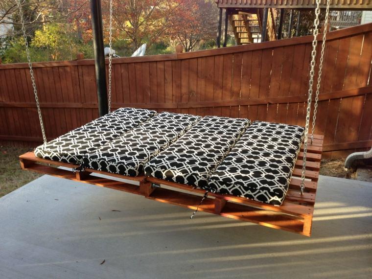 cama colgante madera palet jardín
