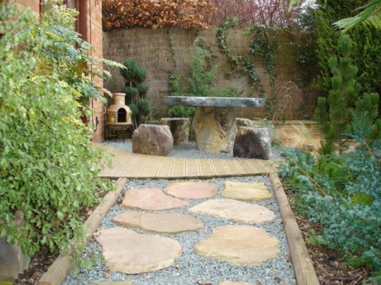 camino jardin mesa sillas piedra