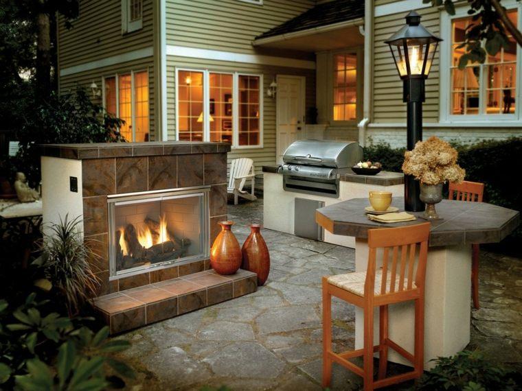 chimenea de exterior casa pequeña