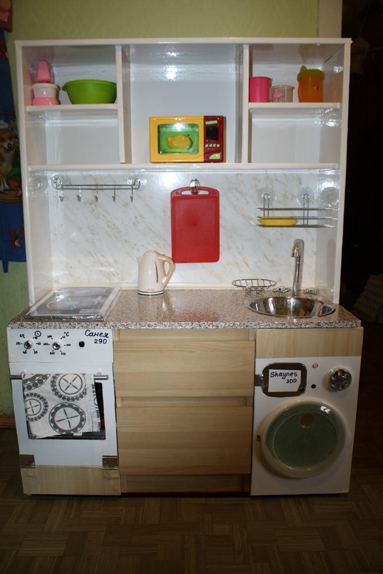 cocina equipada lavadora estantes altos ninos grandes ideas