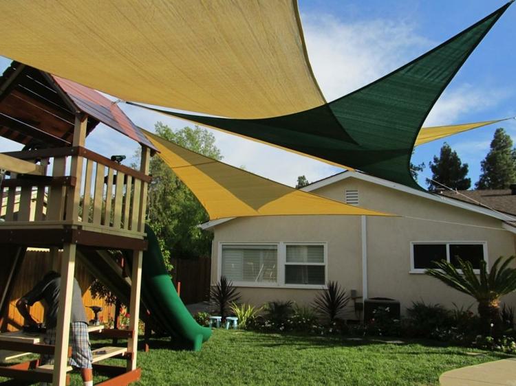 colorida zona juego infantiles patio