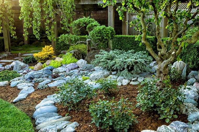 cómo decorar un jardín piedras