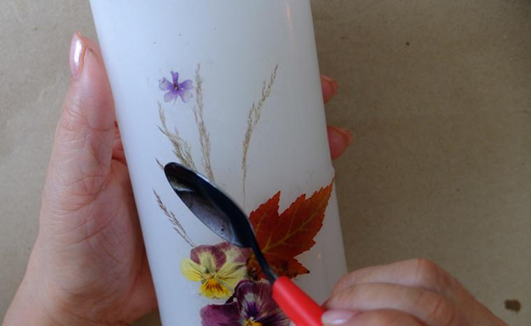 como decorar velas flores hojas