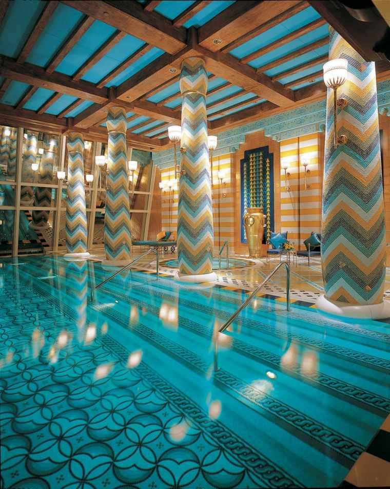 construccion de piscinas dentro casa disenos columnas modernas ideas