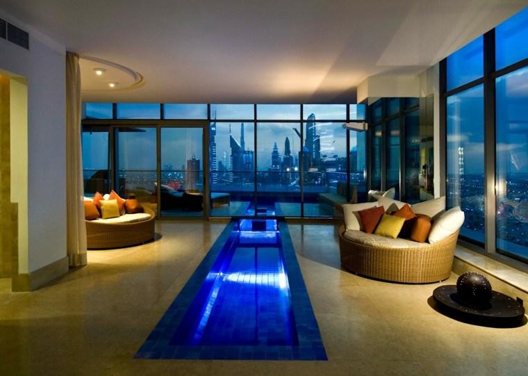 Construcci n de piscinas dentro de la casa en 36 dise os Piscinas alargadas y estrechas