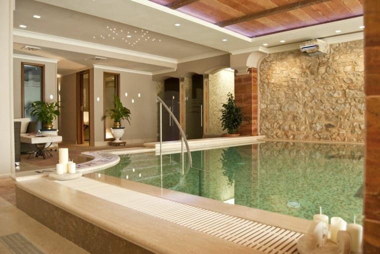 Construcci n de piscinas dentro de la casa en 36 dise os for Casas modernas revestidas en piedra