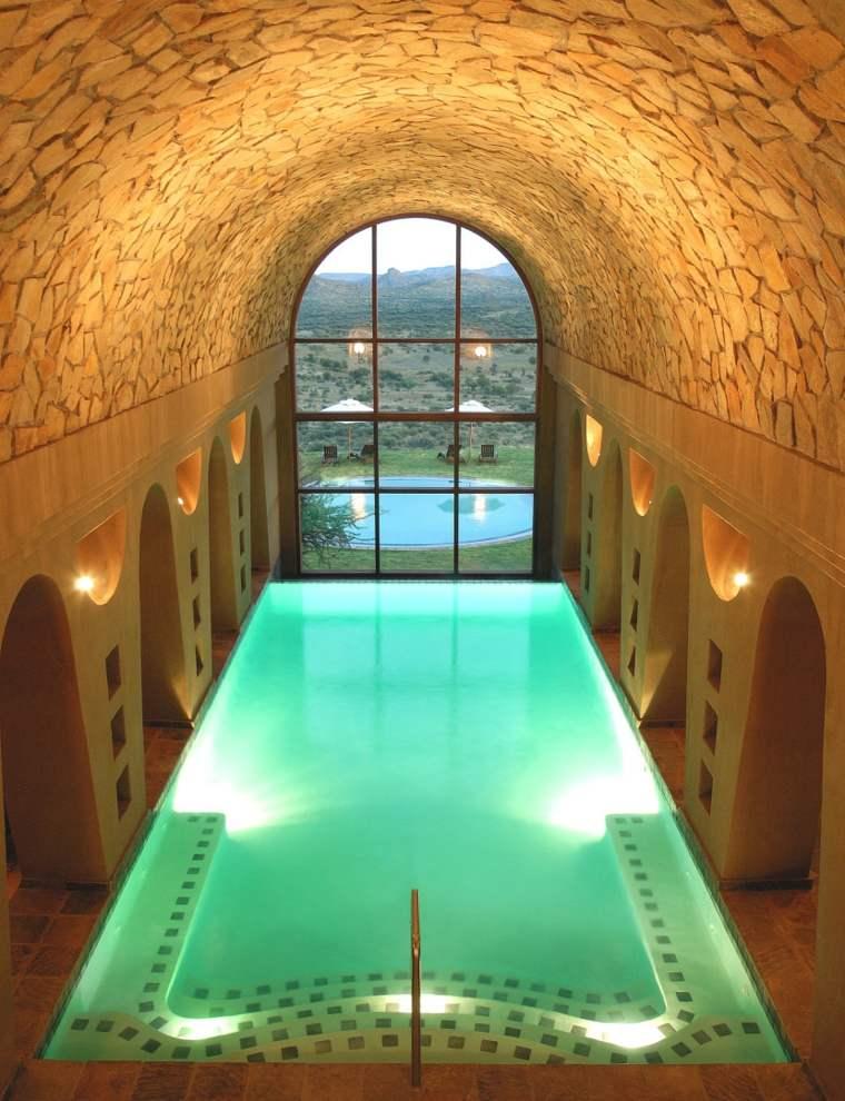 construccion de piscinas dentro casa disenos rectangular moderno ideas