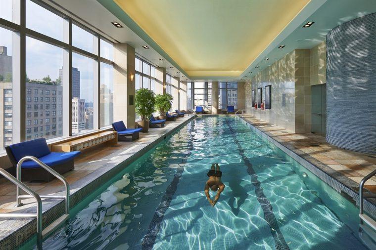 construccion piscinas dentro casa disenos New Yorck ideas