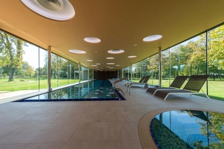 Construcci n de piscinas dentro de la casa en 36 dise os for Disenos de casas lujosas