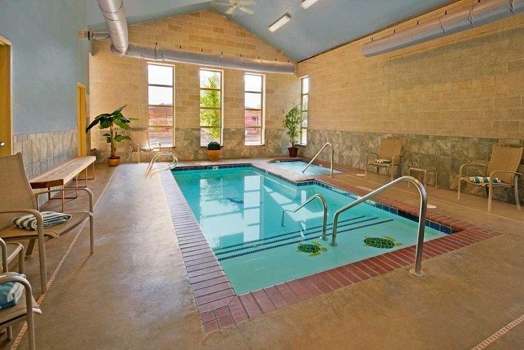construccion piscinas dentro casa disenos jacuzzi ideas