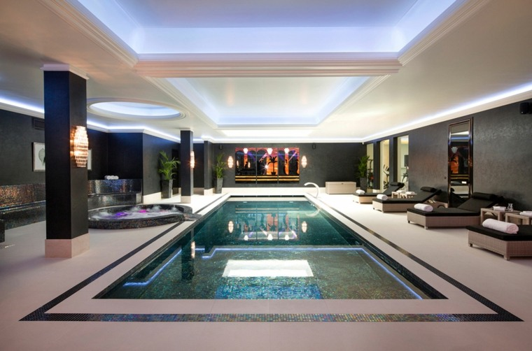 construccion piscinas dentro casa disenos tumbonas ideas