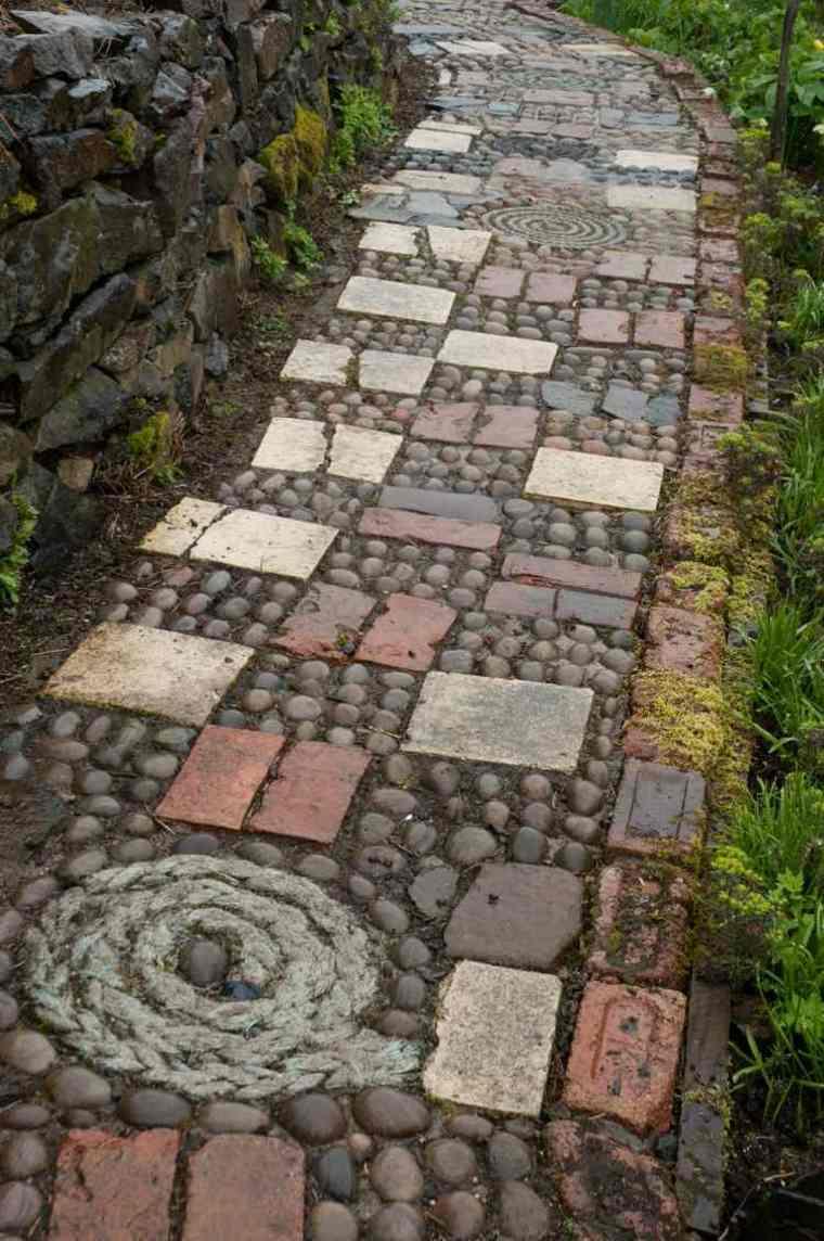 Mosaico de guijarros para decorar el jard n ideas - Piedras suelo jardin ...