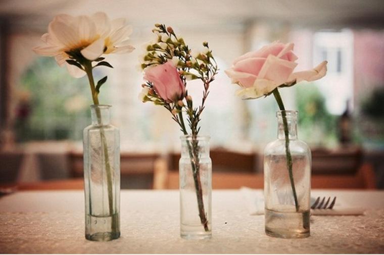 decoración vintage casera botellas flores
