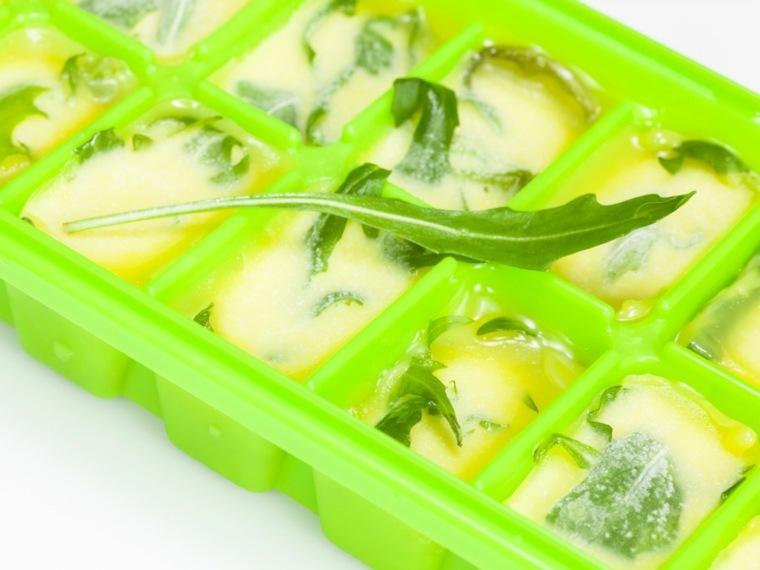 diseño de cocinas pequeñas hierbas aceite