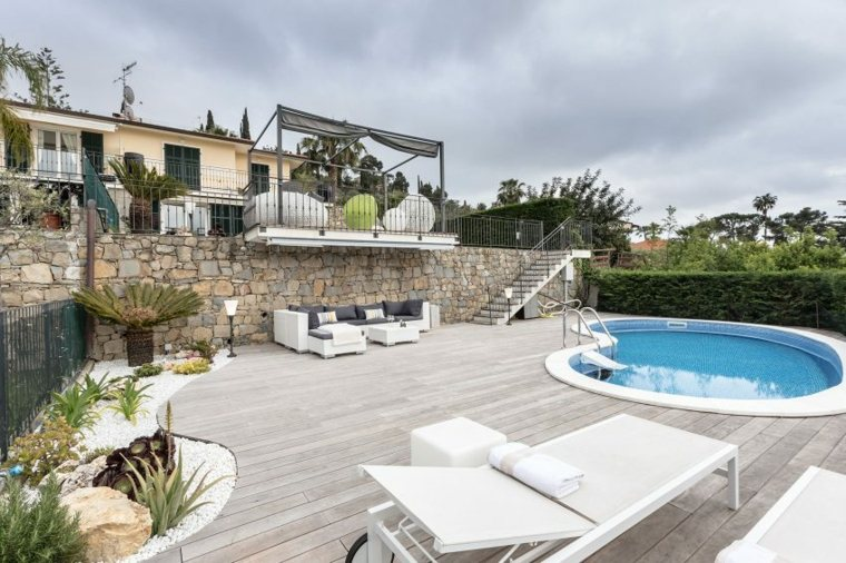 diseno jardin moderno niveles amplio piscina ideas