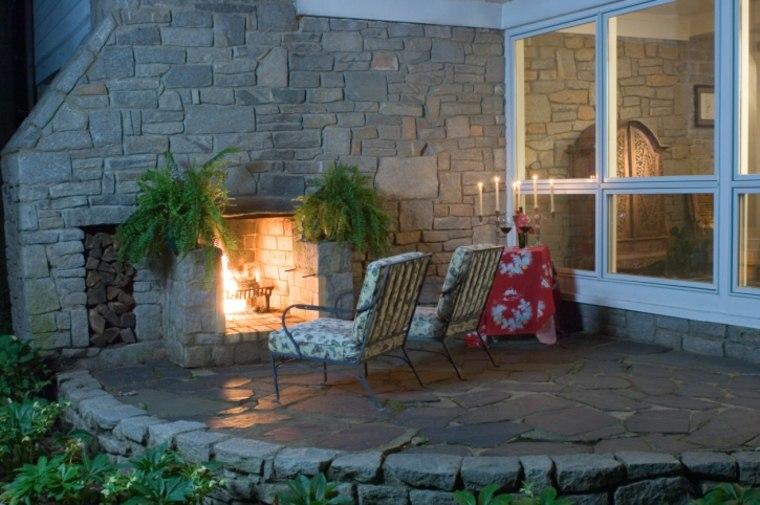disenos jardines modernos chimenea sillones ideas