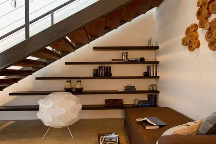 escaleras biblioteca estanterías hueco libre