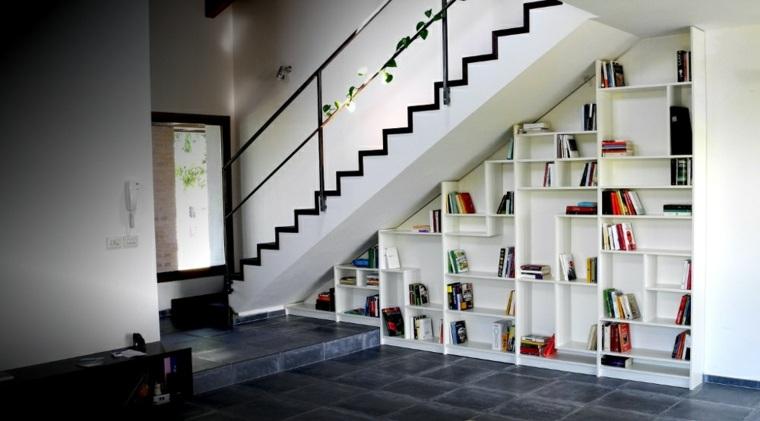 Escaleras biblioteca el dise o inteligente for Muebles bajo escalera fotos
