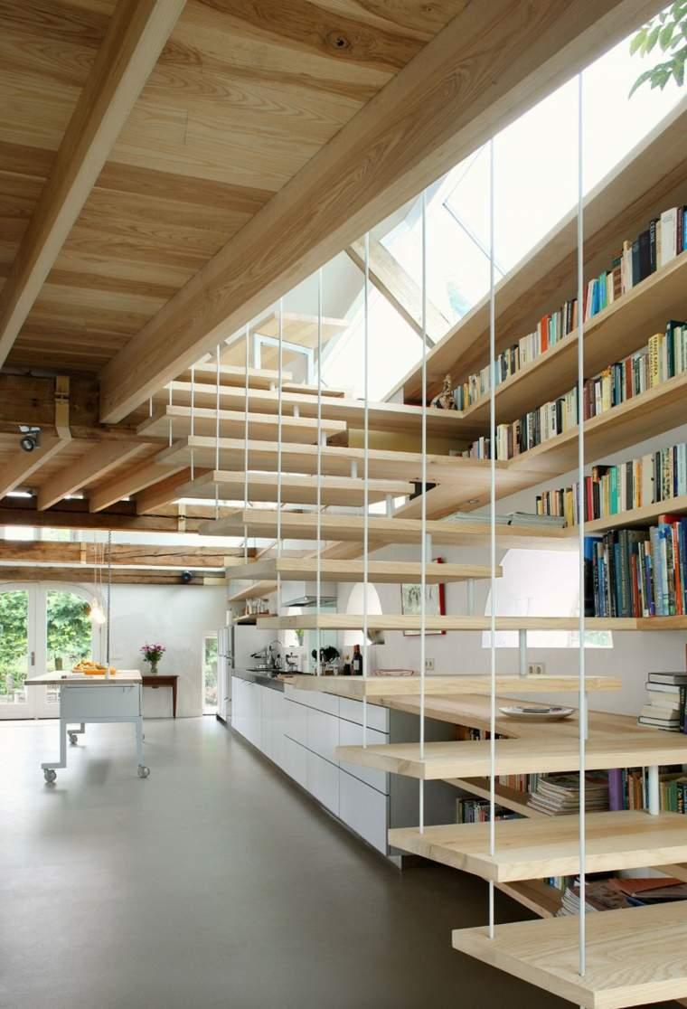 escaleras bonitas flotantes libros