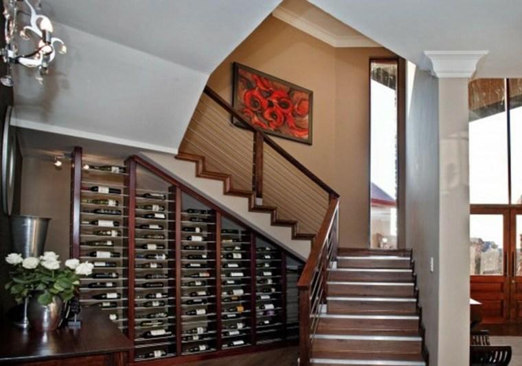escaleras espacios pequeños botellas vino