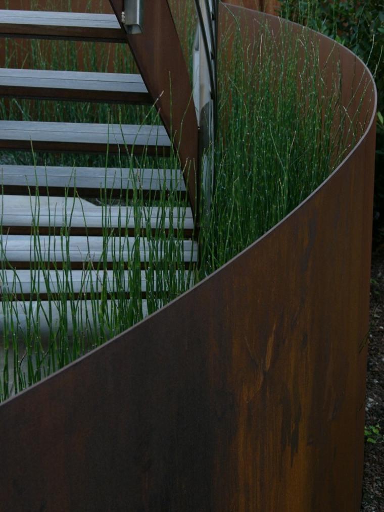 escaleras forma espiral acero oxidado