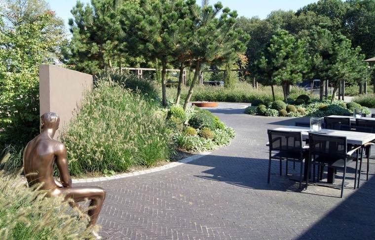 estatua decorativa jardin suelo mosaico frontera adoquines ideas