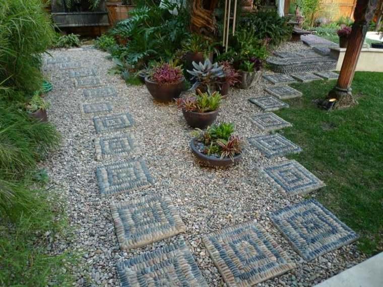 estupendo diseño jardin decorado mosaicos