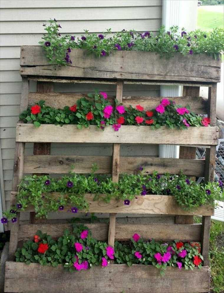 estupendo jardin vertical con geranios