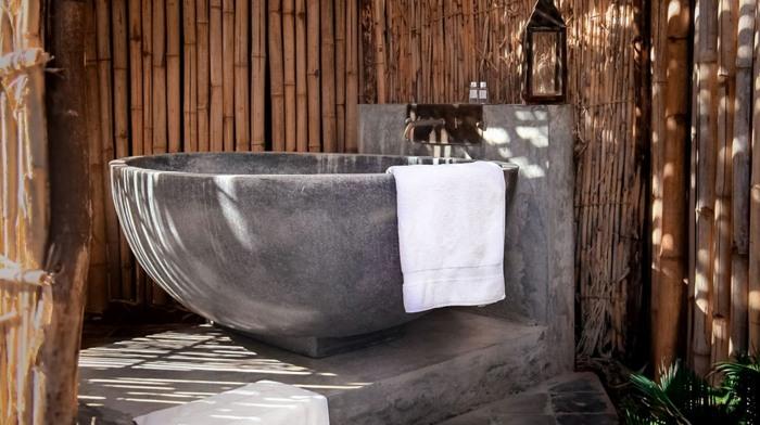 exteriores baño bambu muro lamparas