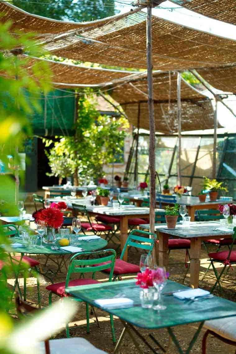fiesta-jardin-opciones-decoracion-verano-varias-mesas-pequenas