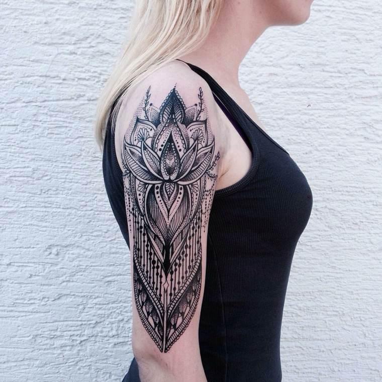 formas geometricas tatuaje brazo mandala