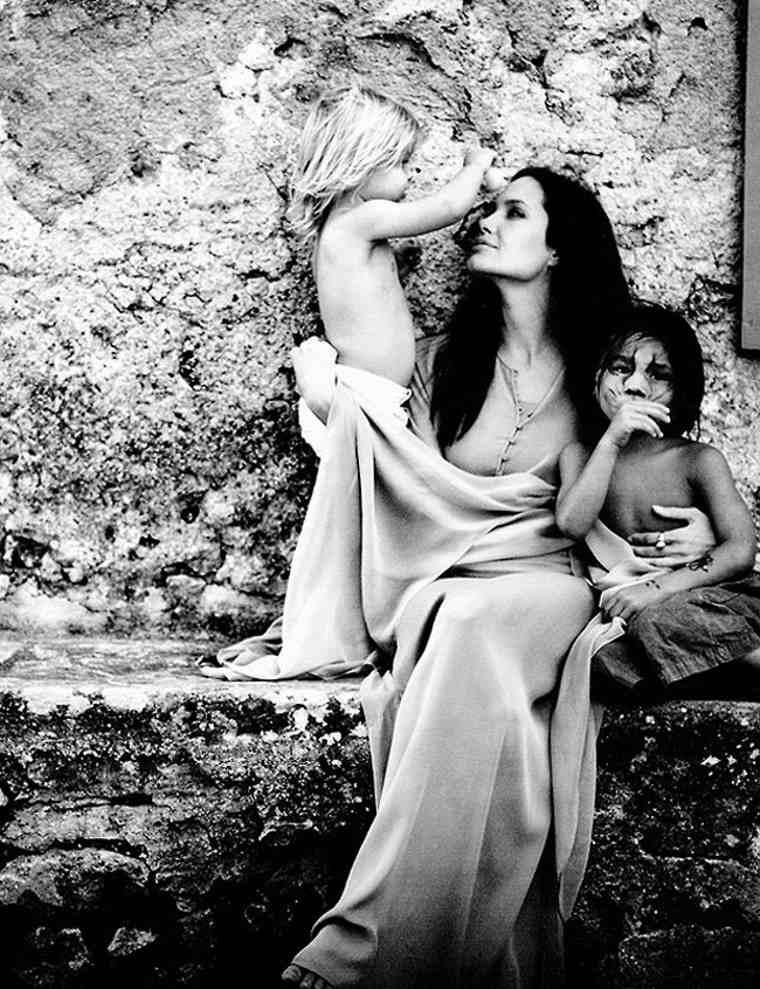 foto angelina Jolie dos hijos