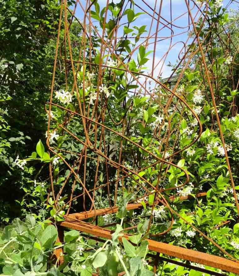 figura decoraiva jardin acero