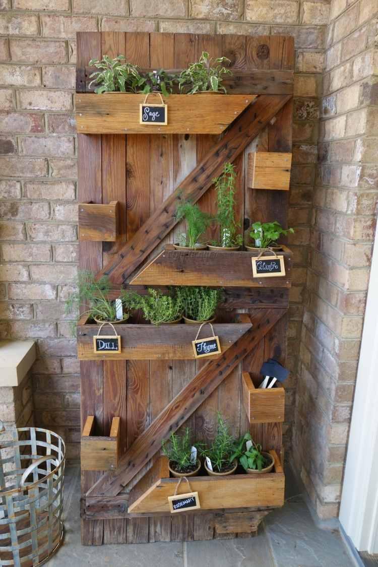 Huerto vertical 34 maneras de sembrar vegetales for Jardines verticales con madera