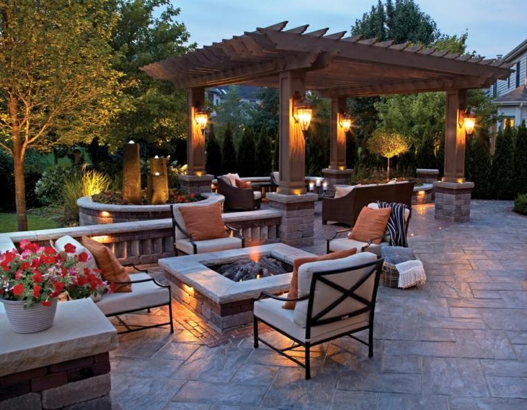 iluminacion-pozo-fuego-jardin-moderno-pergola-madera