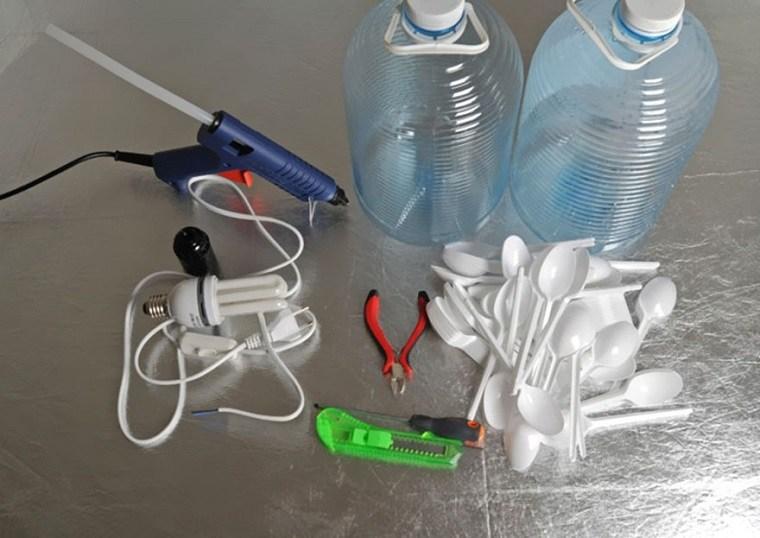 lamparas moderna hechas envases cucharas plastico ideas