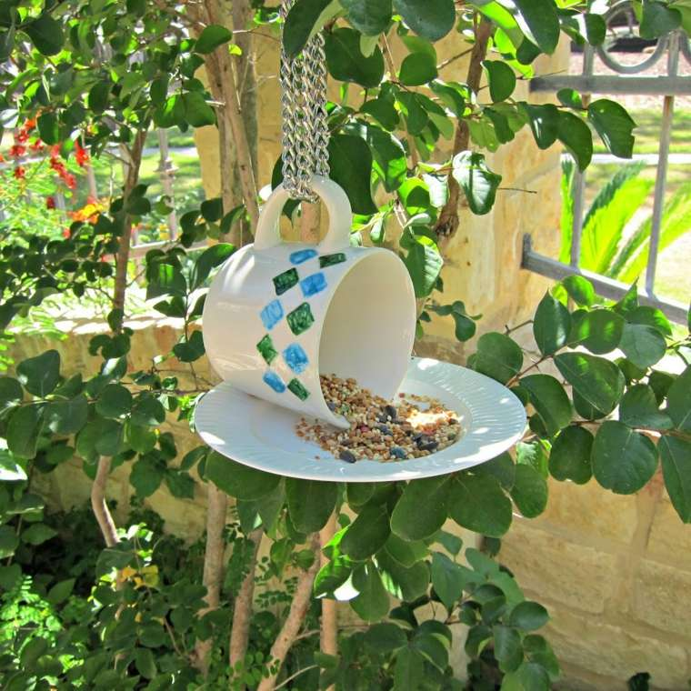 manualidades decorar jardin creativas comida pajaros ideas