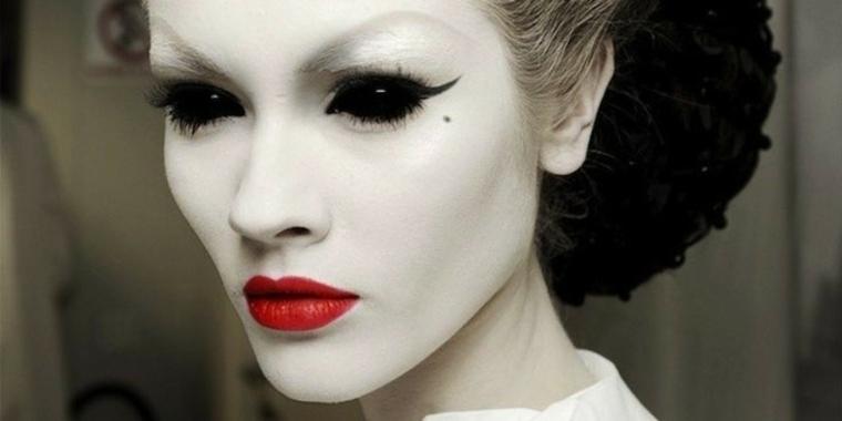 maquillaje para halloween raya negra
