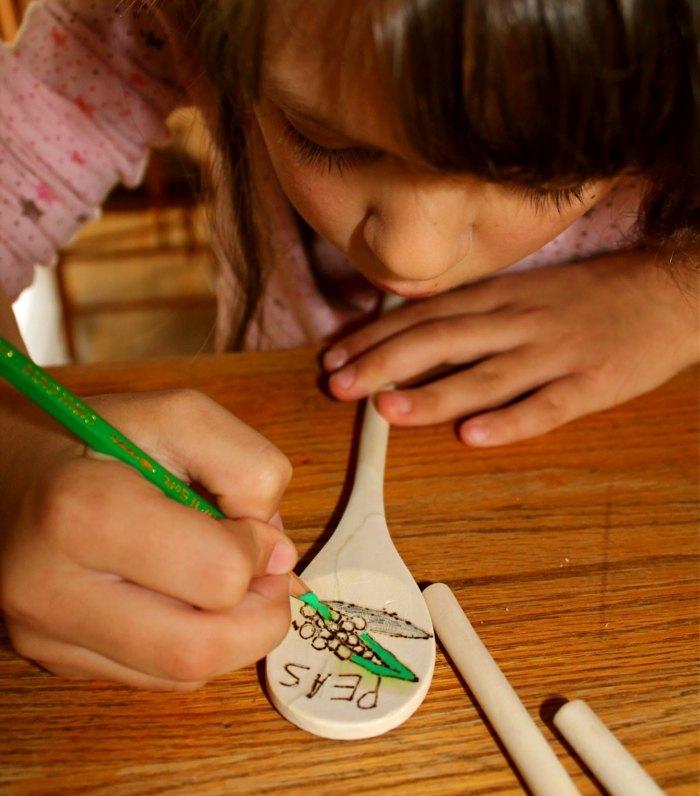 marcando formas estantes semillas cucharas