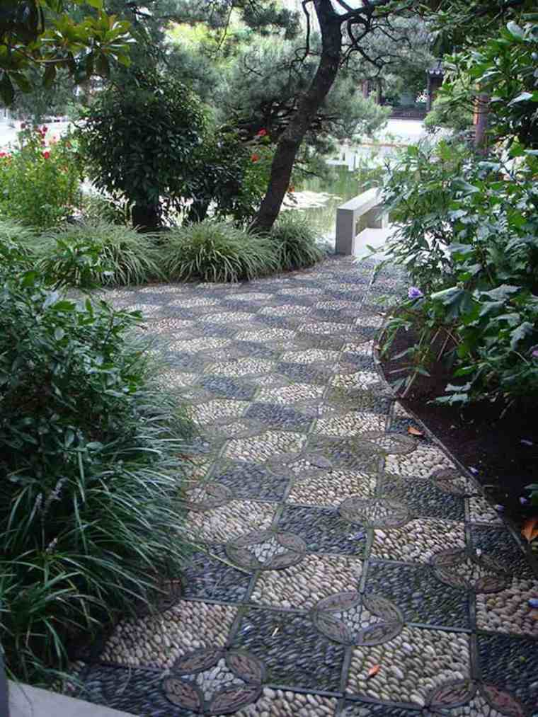 Mosaico de guijarros para decorar el jard n ideas for Disenos para mosaicos