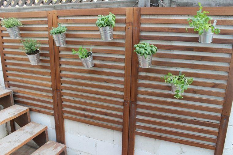 Paredes y vallas con jardines verticales - Macetas para colgar ...