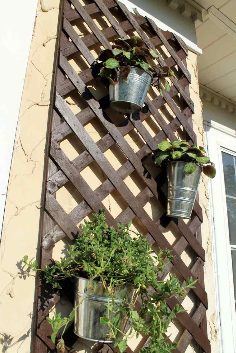 Paredes y vallas con jardines verticales -