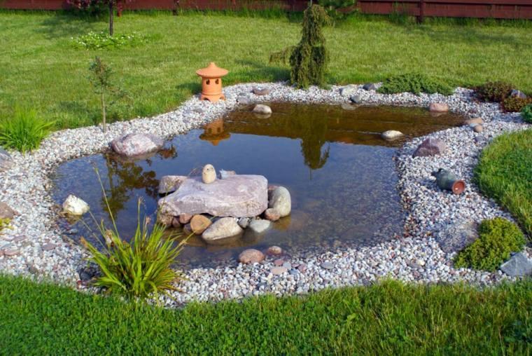 piedras decorativas césped estanque rocas