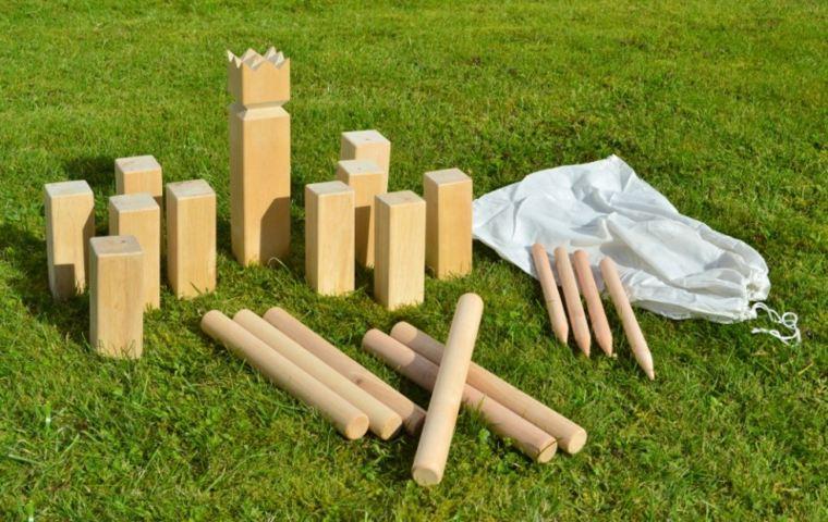 piezas madera empalizadas borde jardin