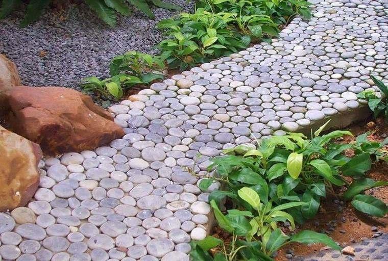 Suelos senderos y caminos de jard n en 48 im genes for Jardines decorados con piedras y plantas