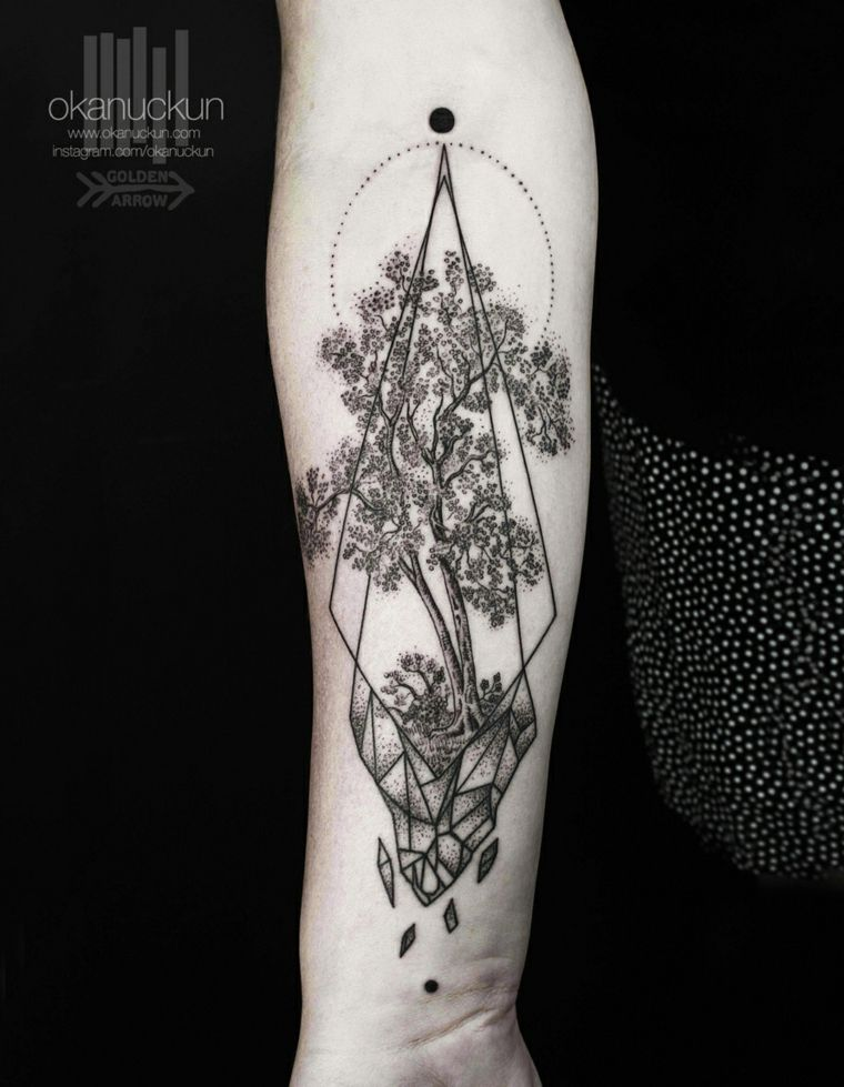tatuaje arbol diseño Okan Uçkun