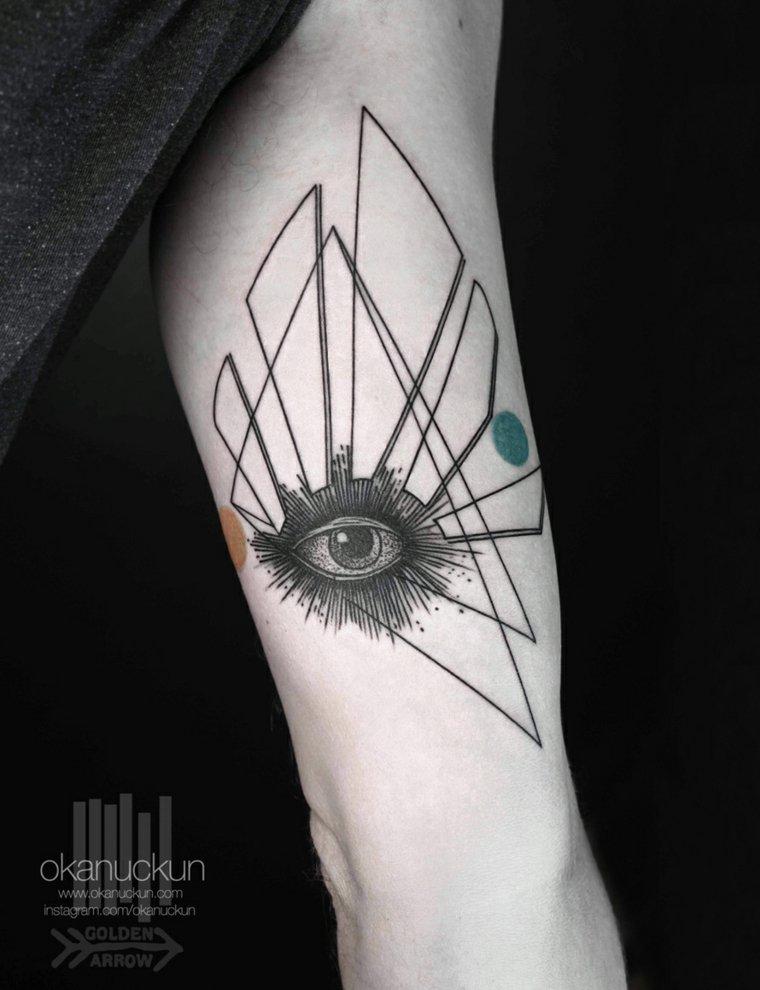 tatuaje ojo Okan Uçkun surrealista