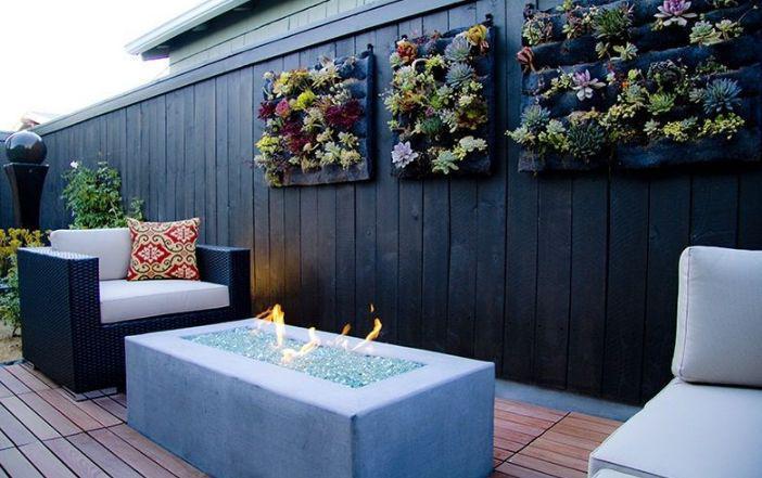 terraza moderna jardineras verticales