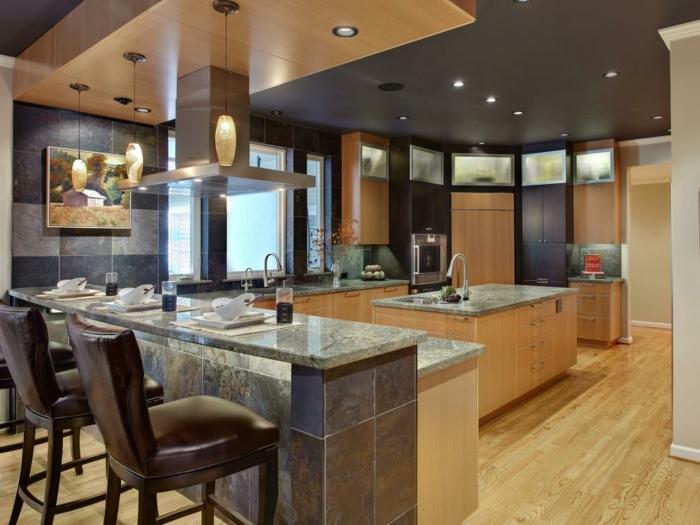 amplia cocina marrones madera calida