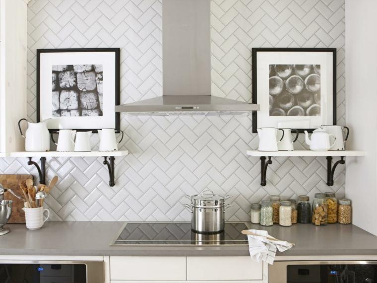 azulejos cocina dispuestos creativamemte blancos